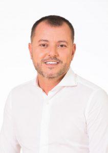 Ingeniero Técnico de Obras Públicas. Jefe de Obra desde 1997. Jefe de Grupo desde 2004 en empresas constructoras nacionales. Alcalde del Excmo. Ayuntamiento Gáldar 2007-2015 39 años. Nace en La Montaña y vive en Cañada Honda.