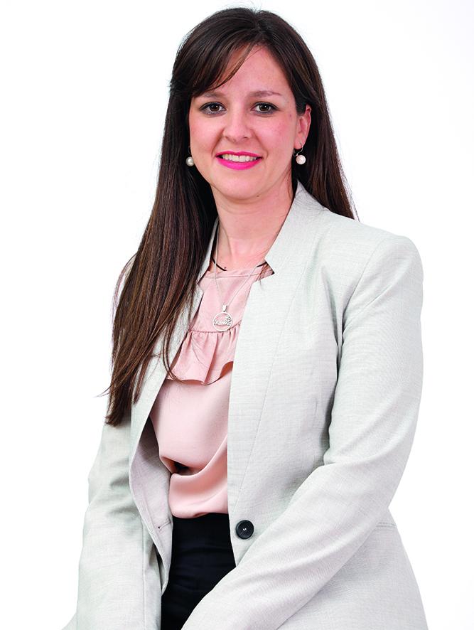 Licenciada en Administración y Dirección de Empresas, con especialidad en dirección de Marketing por la ULPGC. Ha trabajado en administración de una empresa del Sector Primario. 34 años. Nace en el casco, trasladándose luego a Sardina durante 15 años.